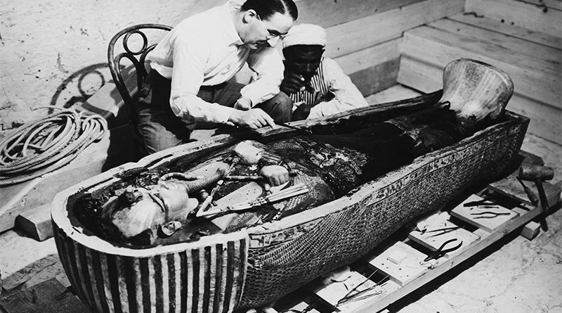 Howard Carter e il sarcofago di Tutankhamon
